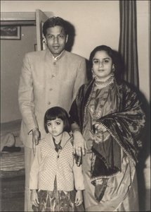 shah rukh father mother sister.jpg